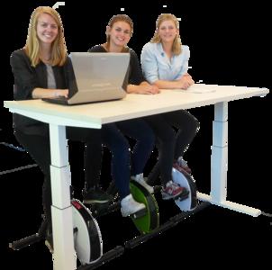 JFK Cube zit sta bureau met Deskbike bureaufiets!